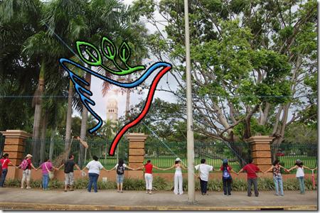 Sarah Michelle Abrazo a la UPR Mayo 14 2010 copy